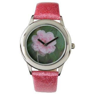 Camelia rosado bonito reloj