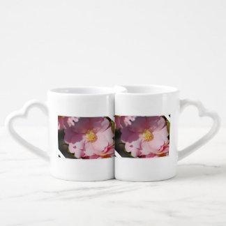 Camelia rosado tazas para enamorados