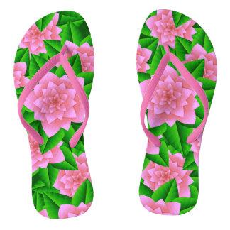 Camelias del hielo y hojas rosadas del verde