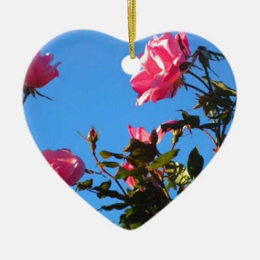 Camelias en la floración adorno navideño de cerámica en forma de corazón