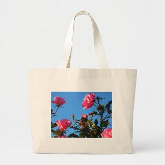 Camelias en la floración bolsa tela grande