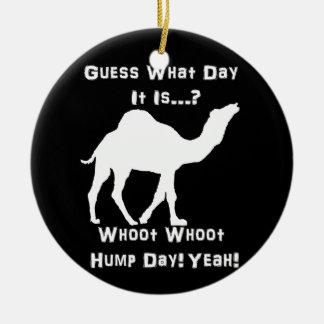 Camello blanco del día de chepa adorno navideño redondo de cerámica