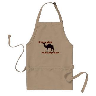 Camello - cada día es día de chepa delantal