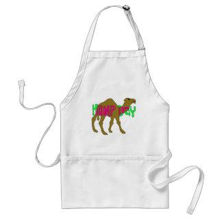 Camello con día de chepa en rosa y verde delantal