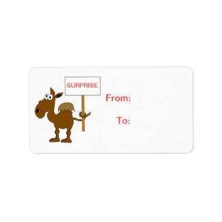 Camello con la plantilla de la etiqueta del regalo etiquetas de dirección