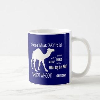 ¡Camello del día de chepa! ¿Conjetura qué día es? Taza