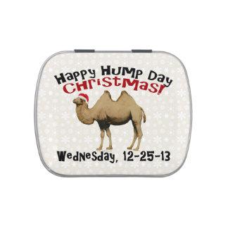 Camello divertido de miércoles de chepa del navida latas de caramelos