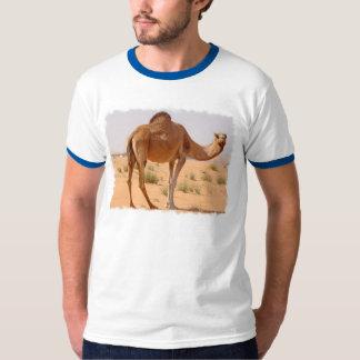 Camello para la camiseta de los hombres de los