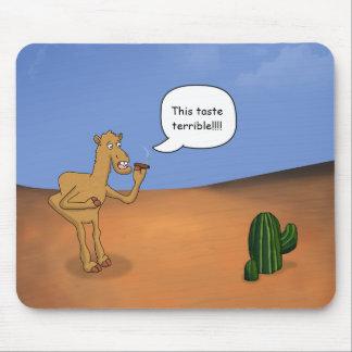 Camello que fuma tapete de ratones