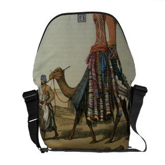 Camello que transporta a una novia a su marido, b  bolsa de mensajería