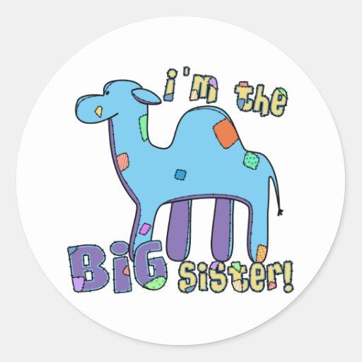 Camello soy la hermana grande pegatina redonda