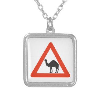 Camellos de la precaución, señal de tráfico, colgante personalizado