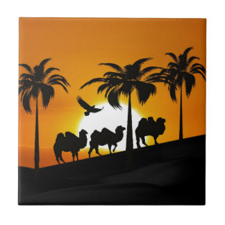 Camellos del desierto en la puesta del sol azulejo cuadrado pequeño