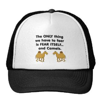 Camellos del miedo sí mismo gorro de camionero
