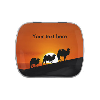 Camellos en la puesta del sol latas de dulces