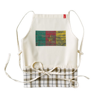 Cameroon Flag on Rough Wood Boards Effect Zazzle HEART Apron
