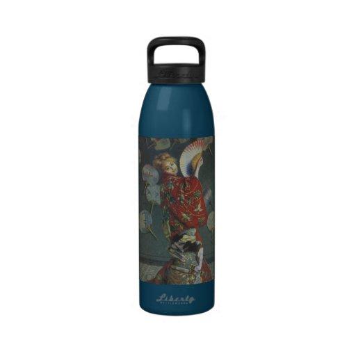 Camilo con el kimono japonés y fan botella de agua