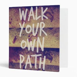 Camina su propia trayectoria