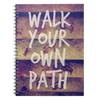 Camina su propia trayectoria libretas