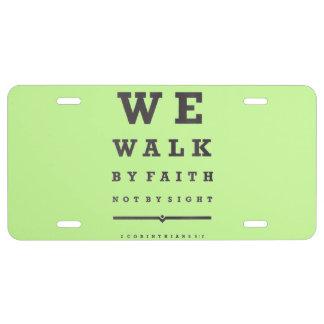 Caminamos por la fe no por verso de la biblia de placa de matrícula