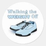 Caminando el peso apagado etiquetas redondas