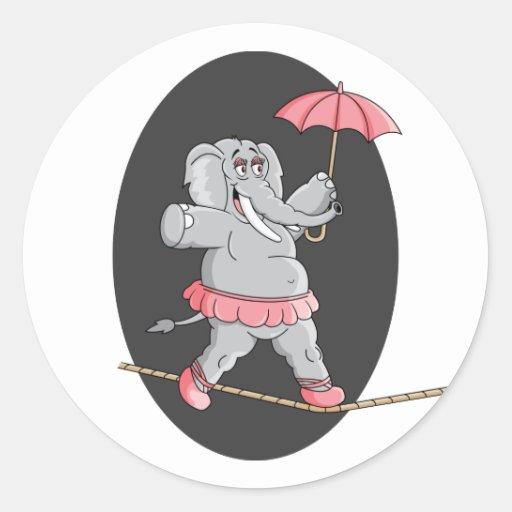 Caminante de la cuerda tirante del elefante pegatinas redondas