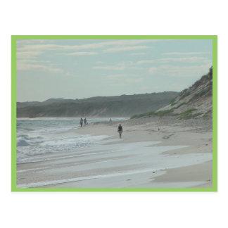 Caminante de la playa al norte de la playa de Wann Postal