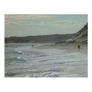 Caminante de la playa al norte de la playa de Wann Postales