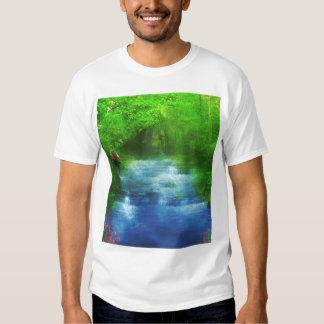 Caminante del paseo del río del verano remeras
