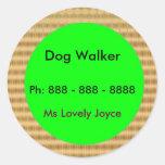 Caminante del perro - productos del apoyo a pegatina redonda