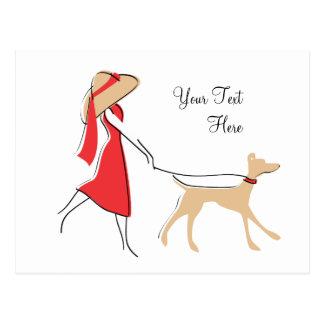 Caminante elegante del perro tarjeta postal