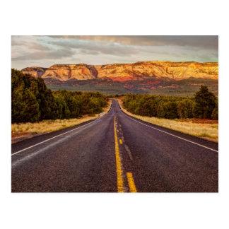 Camino a aventurarse tarjetas postales