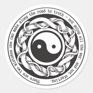 Camino a la verdad Yin Yang Etiquetas Redondas