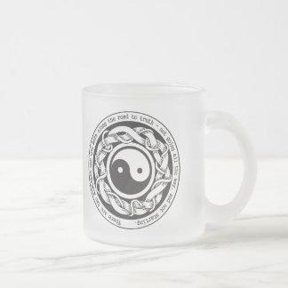 Camino a la verdad Yin Yang Taza De Café Esmerilada