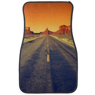 Camino al valle del monumento en la puesta del sol alfombrilla de coche