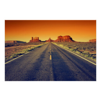 Camino al valle del monumento en la puesta del sol poster