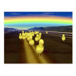 Camino amarillo del polluelo tarjetas postales