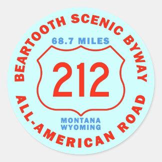Camino apartado escénico de Beartooth todo el Pegatina Redonda