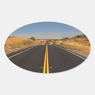 Camino - carretera larga calcomanía óval