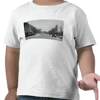Camino de Douglas, Canonbury, Islington, c.1905 Camiseta