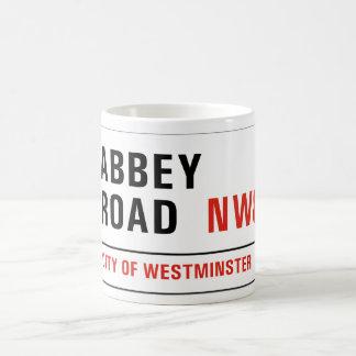 Camino de la abadía, placa de calle de Londres Taza Básica Blanca