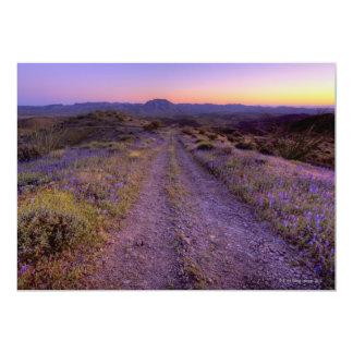 """Camino de la grava del desierto invitación 5"""" x 7"""""""