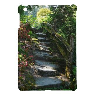 Camino de piedra de la escalera del jardín