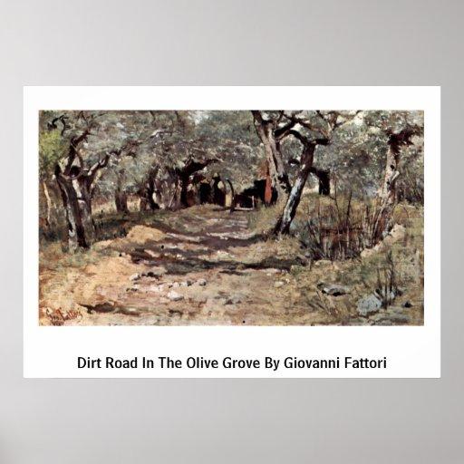 Camino de tierra en la arboleda verde oliva de Gio Póster