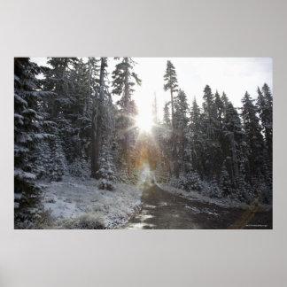 Camino de tierra Nevado que entra el sol Impresiones