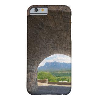 Camino del guijarro, montañas de los Pirineos Funda Para iPhone 6 Barely There