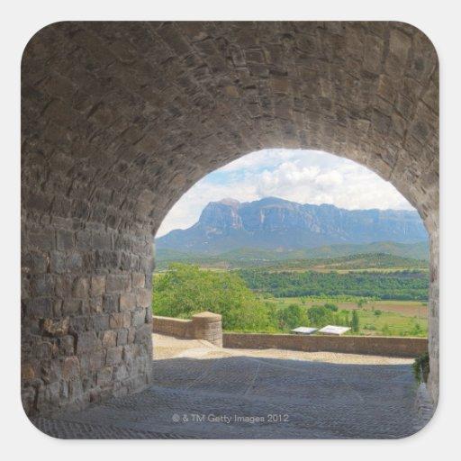 Camino del guijarro, montañas de los Pirineos Calcomanías Cuadradas Personalizadas