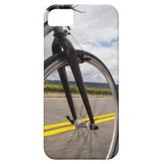 Camino del hombre biking en el POV de alta iPhone 5 Carcasas