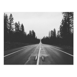 Camino en blanco y negro tarjeta postal