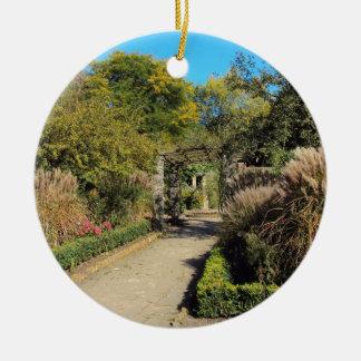 Camino en la colonia de grajos, campo común de ornaments para arbol de navidad